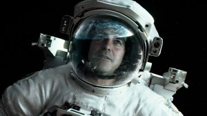 Matt (George Clooney), from behind his space helmet, gazing and admiring Earth, amidst the peace of outer space.