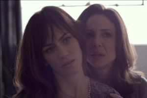 Abby with another one of her clients, Sam (Maggie Siff).