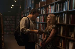 Nick (Ben Affleck) and Amy (Rosamund Pike) happily married, looking for books in a library.