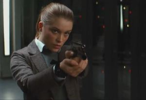 Roxy (Sophie Cookson), the obligatory babe, trying her luck to become a Kings(wo)man.
