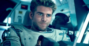 Jake Morrison (Liam Hemsworth), filling the boots of Will Smith, and flying a fighter jet into toward the aliens to try and take them out. I wonder, will he succeed?