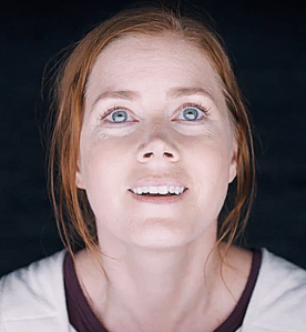 Louise (Amy Adams) looking up in awe at the aliens. Her big blue eyes are so expressive and hint at a plethora of emotions running through her to add depth to her character.